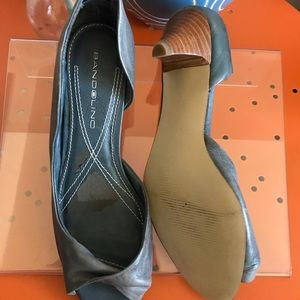 Bandolino Shoes - NWOT Bandolino blue kitten wooden heel size 6.5